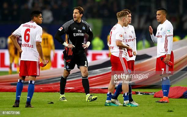 Players of Hamburg look dejected after the Bundesliga match between Hamburger SV and Eintracht Frankfurt at Volksparkstadion on October 21 2016 in...