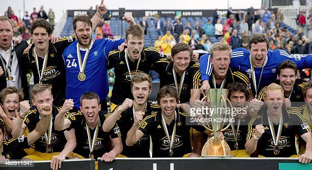Players of Harvestehuder THC celebrate their victory after defeating Oranje Zwart in the finals of the Euro Hockey League in Eindhoven on April 21...