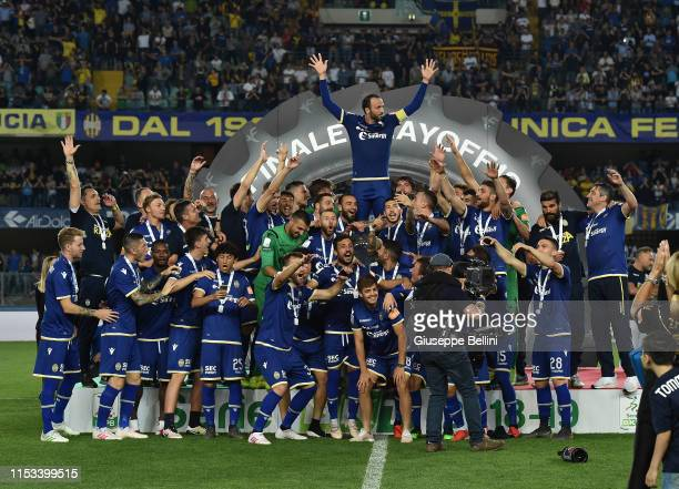 Players of Hellas Verona celebrate the victory after the Serie B Playoff Final second leg match between Hellas Verona and AS Cittadella at Stadio...