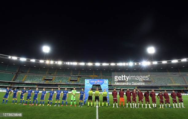 Players of Hellas Verona FC and AS Roma line up during the Serie A match between Hellas Verona FC and AS Roma at Stadio Marcantonio Bentegodi on...