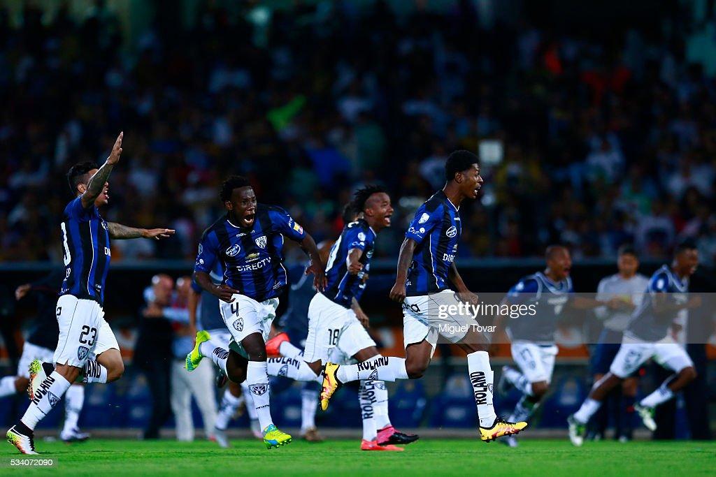 Pumas UNAM v Independiente del Valle - Copa Bridgestone Libertadores 2016 : ニュース写真