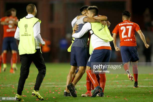 Players of Independiente celebrate after winning a second leg match between Independiente and Libertad as part of the semifinals of Copa CONMEBOL...