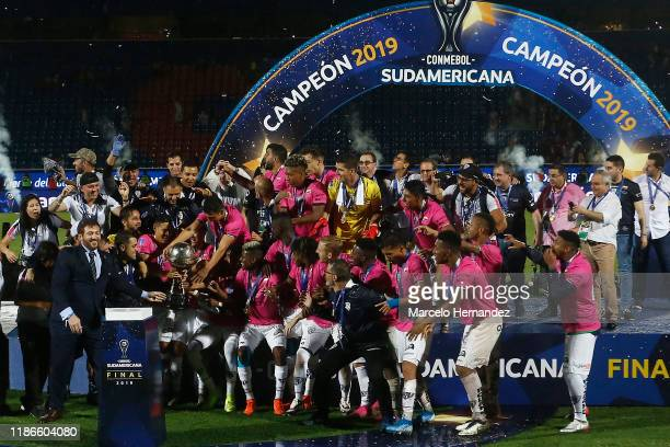 Players of Independiente del Valle receive the trophy from Alejandro Dominguez President Of CONMEBOL after winning the final of Copa CONMEBOL...
