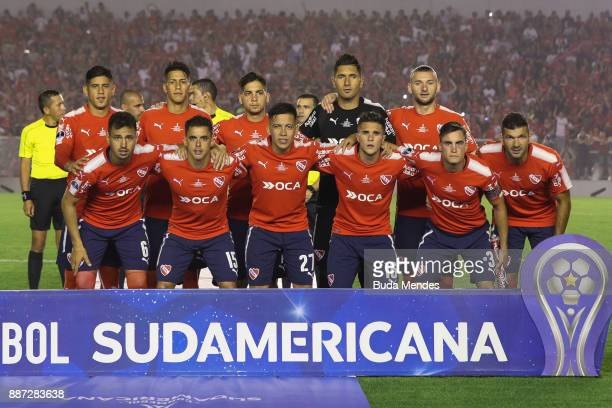 Players of Independiente pose for a team photo prior to the first leg of the Copa Sudamericana 2017 final between Independiente and Flamengo at...