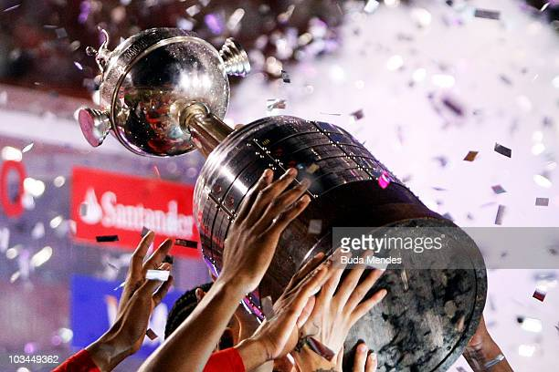 Players of Internacional raise up the championship trophy after a final match against Chivas as part of the 2010 Copa Santander Libertadores at Beira...