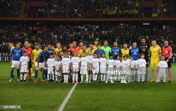 Players of Italy and Ukraine pose for a photo for the victims of Genoa's Morandi Bridge collapse before the International Friendly match between...