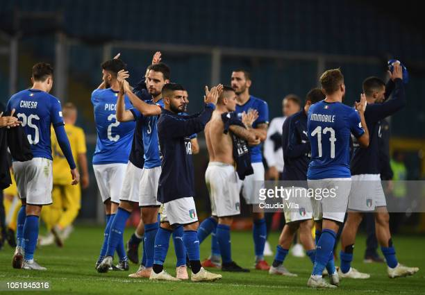 Players of Italy applauds fans after the International Friendly match between Italy and Ukraine on October 10 2018 in Genoa Italy