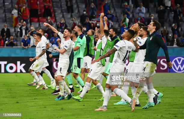 Players of Italy celebrate after victory in the UEFA Euro 2020 Championship Quarter-final match between Belgium and Italy at Football Arena Munich on...