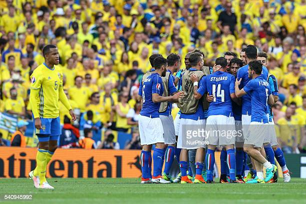 Players of Italy celebrate the victory after the UEFA EURO 2016 Group E match between Italy and Sweden at Stadium Municipal on June 17 2016 in...