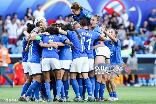 Players of Italy celebrate the victory with fans after the 2019 FIFA Women's World Cup France Round Of 16 match between Italy and China at Stade de...