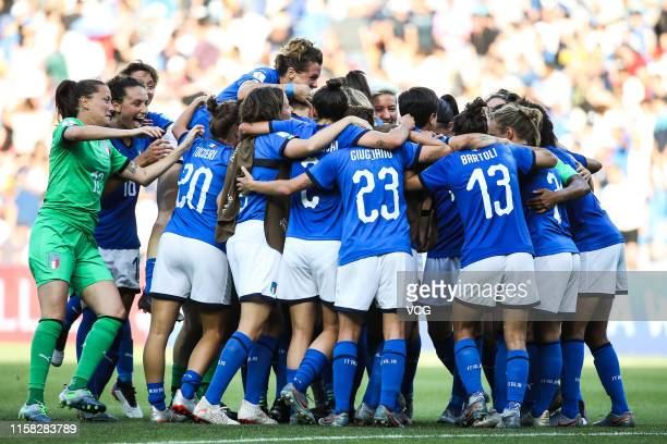 Players of Italy celebrate victory after the 2019 FIFA Women's World Cup France round of 16 match between Italy and China at Stade de la Mosson on...
