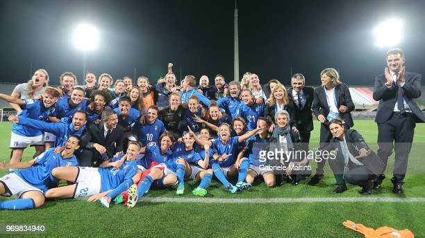 Players of Italy celebrates the victory after during the 2019 FIFA Women's World Cup Qualifier match between Italy and Portugal at Stadio Artemio...