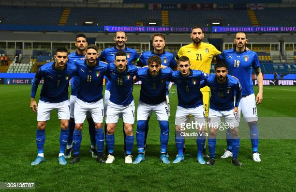 Players of Italy line up for the team photo prior to the FIFA World Cup 2022 Qatar qualifying match between Italy and Northern Ireland on March 25,...