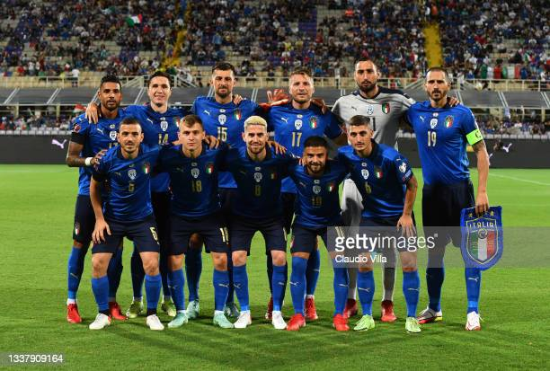 Players of Italy line up prior to the 2022 FIFA World Cup Qualifier match between Italy and Bulgaria at Artemio Franchi on September 02, 2021 in...