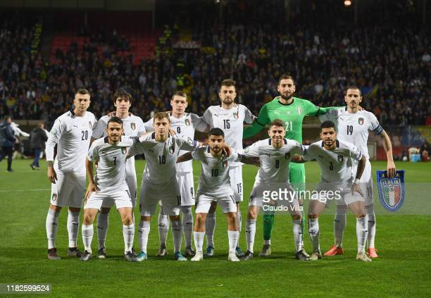Players of Italy line up prior to the UEFA Euro 2020 Qualifier between Bosnia and Herzegovina and Italy on November 15 2019 in Zenica Bosnia and...