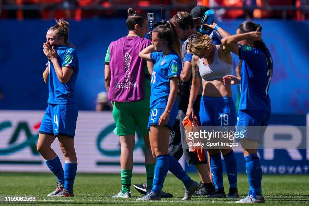 Players of Italy look dejected after losing the 2019 FIFA Women's World Cup France Quarter Final match between Italy and and Netherlands at Stade du...