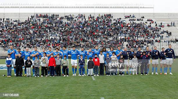 Players of Italy sing the national anthem during the International Test match between the Argentine Pumas and Italy at San Juan del Bicentenario...