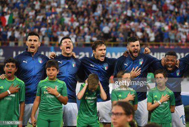Players of Italy sing the national anthem prior to the 2019 UEFA U21 Group A match between Italy and Poland at Renato Dall'Ara Stadium on June 19...