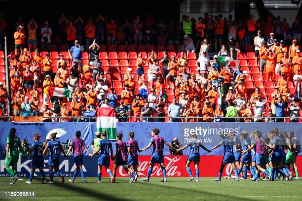 Players of Italy thank the fans after the 2019 FIFA Women's World Cup France Quarter Final match between Italy and and Netherlands at Stade du...