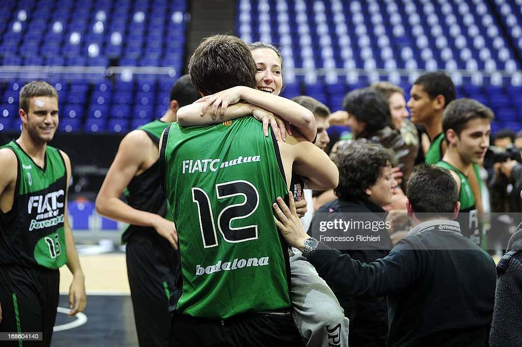 Corrección fantasma equipo  Players of Joventut Badalona celebrate after the Nike International... News  Photo - Getty Images