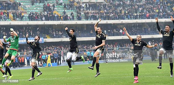Players of Juventus celebrate the victory after the Serie A match between AC Chievo Verona and Juventus FC at Stadio Marc'Antonio Bentegodi on...