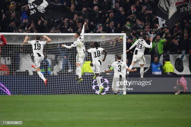 Players of Juventus celebrate the victory after the UEFA Champions League Round of 16 Second Leg match between Juventus and Club de Atletico Madrid...