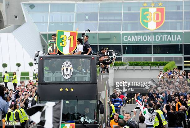Players of Juventus FC celebrate at the end of the Serie A match between Juventus and US Citta di Palermo at Juventus Arena on May 5, 2013 in Turin,...