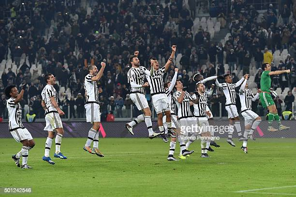 Players of Juventus FC celebrate victory at the end of the Serie A match betweeen Juventus FC and ACF Fiorentina at Juventus Arena on December 13...