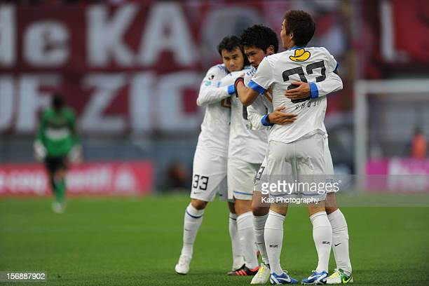 Players of Kashima Antlers hugg each other after the win during the JLeague match between Nagoya Grampus and Kashima Antlers at Toyota Stadium on...