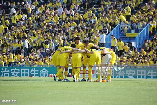 Players of Kashiwa Reysol make the huddle during the JLeague match between Kashiwa Reysol and Vissel Kobe at the Hitachi Kashiwa soccer stadium on...