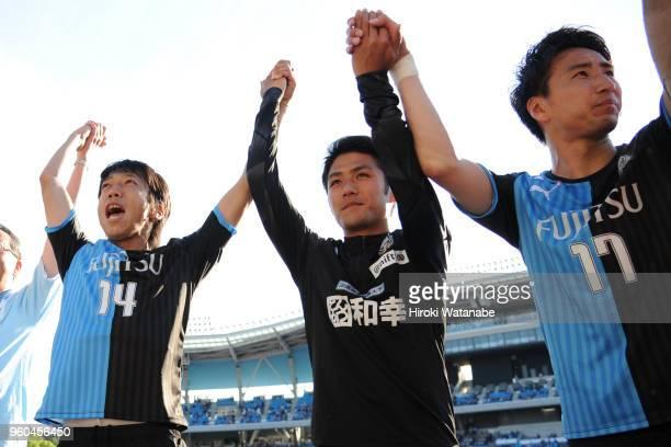 Players of Kawasaki Frontale celebrate the win after the JLeague J1 match between Kawasaki Frontale and Shimizu SPulse at Todoroki Stadium on May 20...