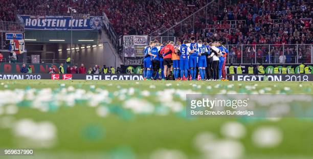 Players of Kiel stand in a circle after losing the Bundesliga Playoff Leg 1 match between VfL Wolfsburg and Holstein Kiel at Volkswagen Arena on May...
