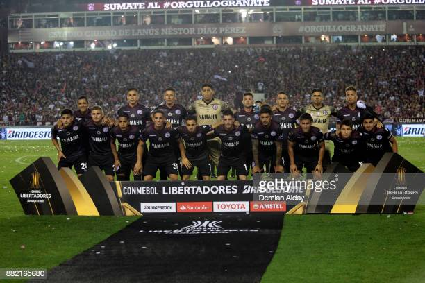 Players of Lanus pose for the team photo before the second leg match between Lanus and Gremio as part of Copa Bridgestone Libertadores 2017 Final at...