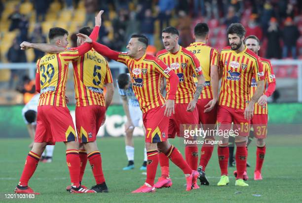 Players of Lecce celebrate after the Serie A match between US Lecce and SPAL at Stadio Via del Mare on February 16 2020 in Lecce Italy