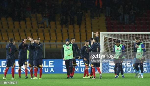 Players of Lecce salutes theiir fans after the Serie A match between US Lecce and Cagliari Calcio at Stadio Via del Mare on November 24 2019 in Lecce...
