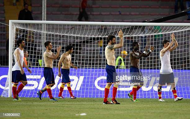 Players of Lecce thank the fans for their support after the Serie A match between US Lecce and ACF Fiorentina at Stadio Via del Mare on May 5 2012 in...