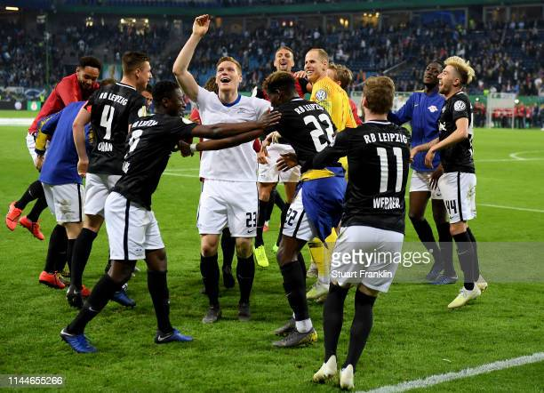 Players of Leipzig celebrate after winning the DFB Cup semi final match between Hamburger SV and RB Leipzig at Imtech Arena on April 23 2019 in...