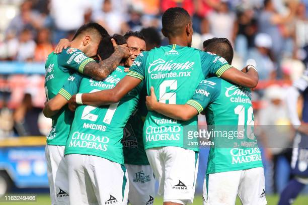 Players of Leon celebrate during the 1st round match between Pachuca and Leon as part of the Torneo Apertura 2019 Liga MX at Hidalgo Stadium on July...