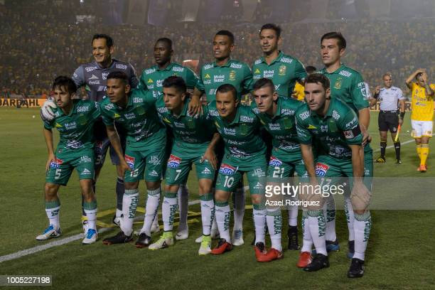e2ef5004cdc Players of Leon pose prior the 1st round match between Tigres UANL and Leon  as part