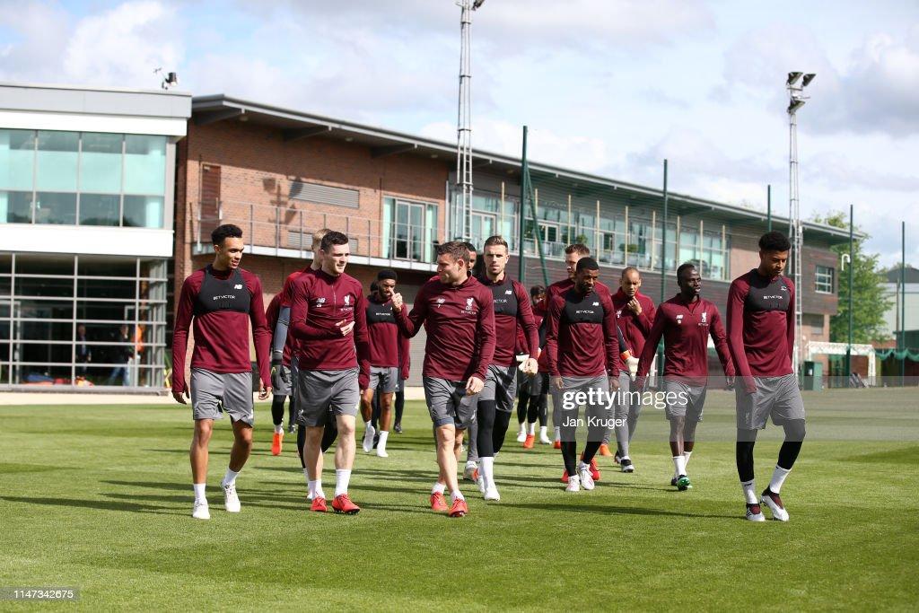 Liverpool Training & Press Conference : Nachrichtenfoto