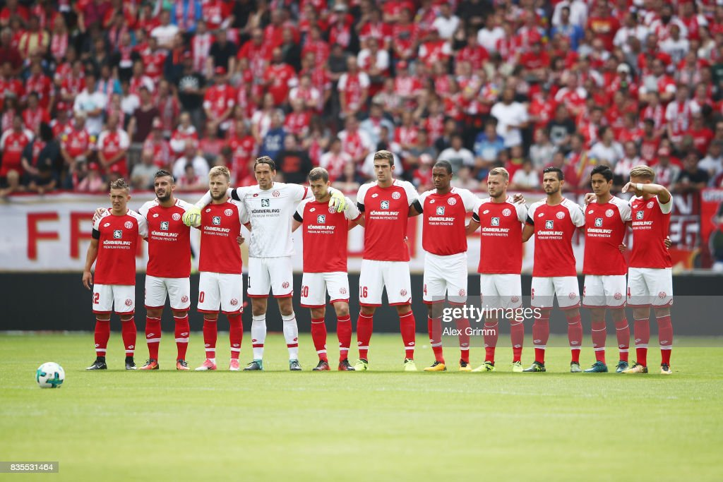 Players of Mainz observe a minute's silence in memory of the victims of Thursday's terrorist attacks in Spain during the Bundesliga match between 1. FSV Mainz 05 and Hannover 96 at Opel Arena on August 19, 2017 in Mainz, Germany.