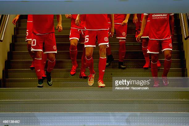 Players of Mainz walk at the players tunnel to enter the pitch for the Bundesliga match between FC Augsburg and 1 FSV Mainz 05 at WWK Arena on...