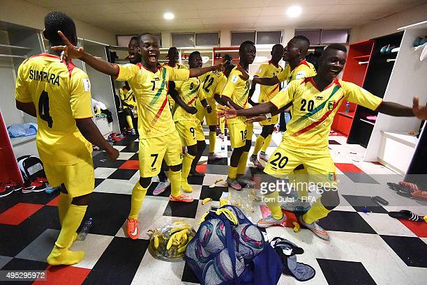 Players of Mali celebrate after winning the FIFA U17 World Cup Chile 2015 quarter final match between Croatia and Mali at Estadio Nelson Oyarzun...