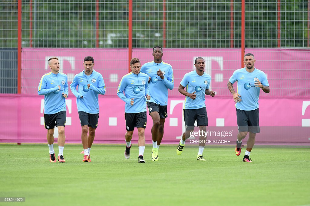 Players of Manchester City run during a team training session of Manchester City at the training ground of the German first division football team FC Bayern Munich in Munich, on July 21, 2016. / AFP / CHRISTOF