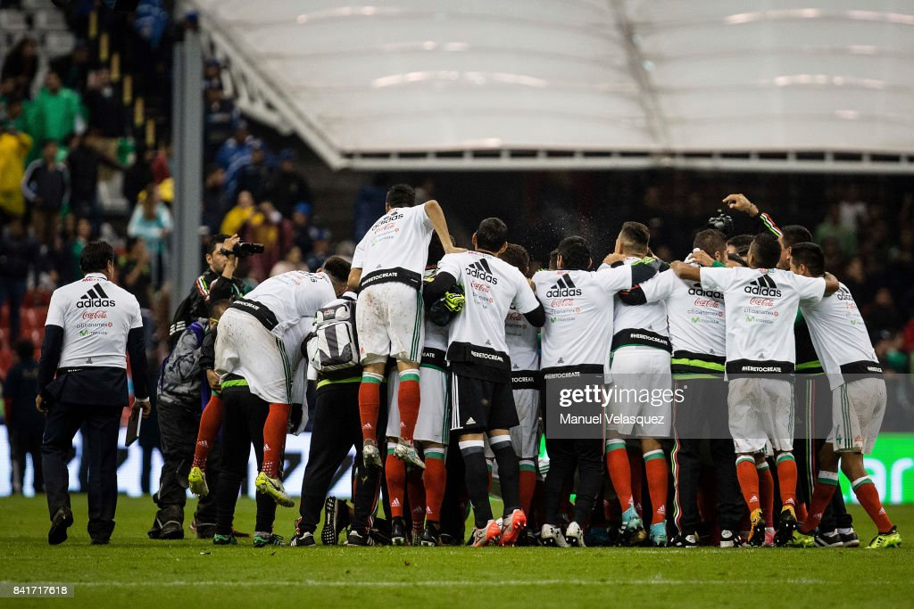 Players of Mexico celebrate after winning the match between Mexico and Panama as part of the FIFA 2018 World Cup Qualifiers at Estadio Azteca on September 1, 2017 in Mexico City, Mexico.