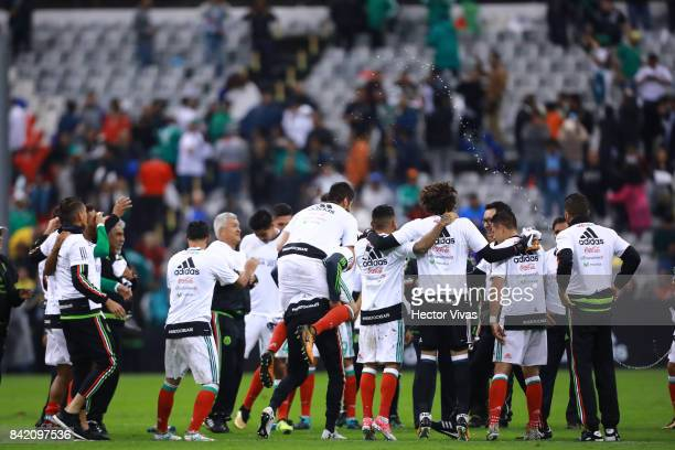 Players of Mexico celebrate after winning the match between Mexico and Panama as part of the FIFA 2018 World Cup Qualifiers at Estadio Azteca on...