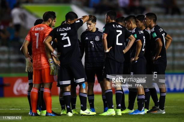 Players of Mexico huddle prior the FIFA U17 Men's World Cup Brazil 2019 group F match between Mexico and Italy at Valmir Campelo Bezerrao Stadium on...