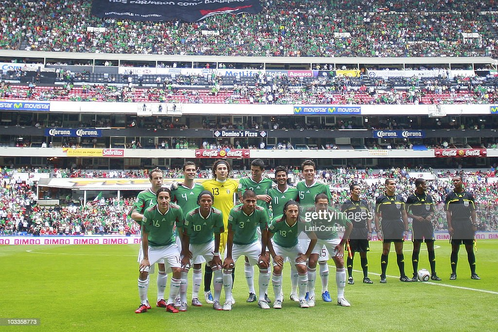 Players of Mexico pose for a photo before an International Friendly Match against Spain at Azteca stadium on August 11, 2010 in Mexico City.