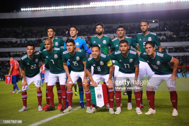 Players of Mexico pose for a photo previous the match against Chile during the international friendly match between Mexico and Chile at La...
