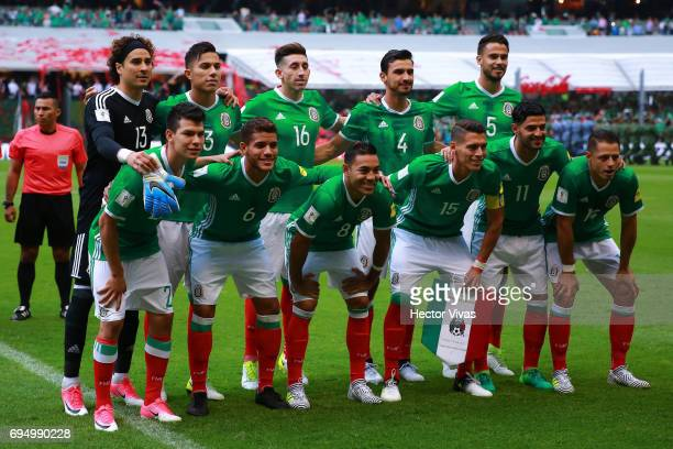 Players of Mexico pose for a team photo prior to the match between Mexico and The United States as part of the FIFA 2018 World Cup Qualifiers at...